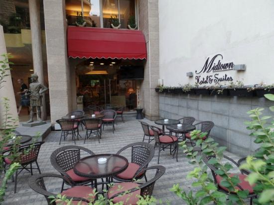 Midtown Hotel and Suites: outdoor cafe