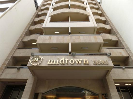 Midtown Hotel and Suites: Buildings have small footprints in Beirut