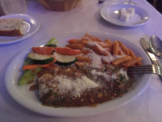 La Bona Pasta: Sicilian pasta, Veal with penne pasta, soup and salad