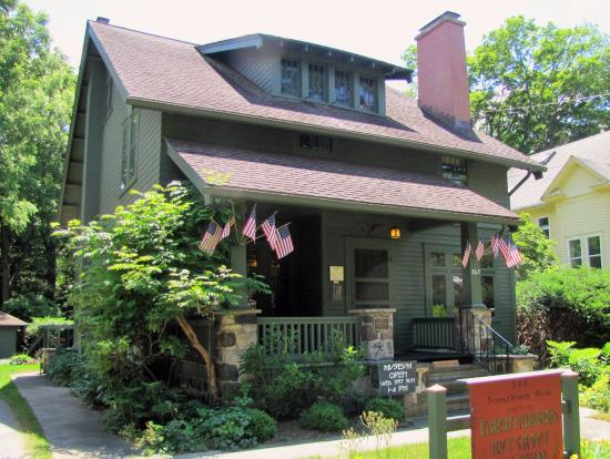 East Aurora, NY: Arts and Crafts style homestead