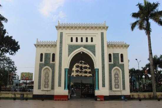 Pintu Gerbang Mesjid Foto Masjid Raya Al Mashun Medan Tripadvisor