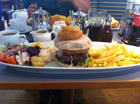 Thompsons Fish Restaurant: My magnificent burger! Ta-dah!