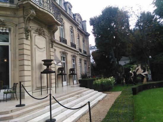 Apicius: L'hôtel des comtes d'Artois vu du parc