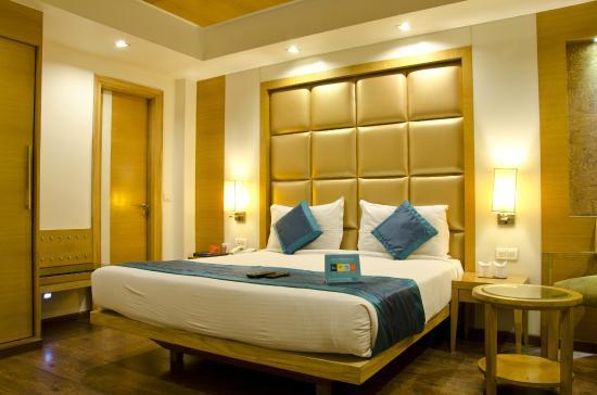 Almondz Hotel: Bedroom