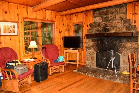 Devilu0027s Den State Park: Devils Den State Park Cabin