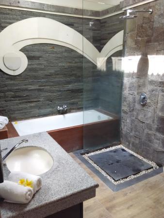 Jepun Bali Homestay : kamar mandi luas plus bathtub
