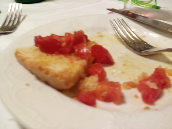 Al Palazzaccio da Piero: Wonderful tomatoes with much olive oil Bruschetta al pomodoro