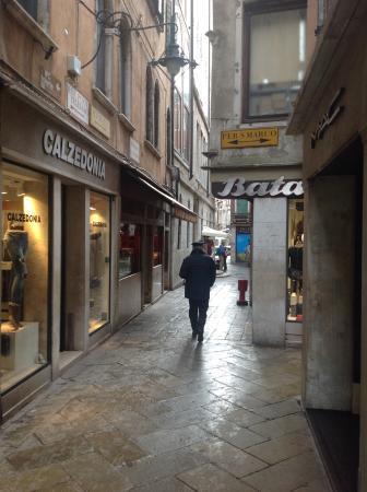 Casa Cosmo di Cosmo Davide : Turn right at Bata then left into alley