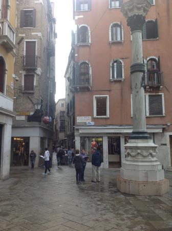 Casa Cosmo di Cosmo Davide : Straight down past this column