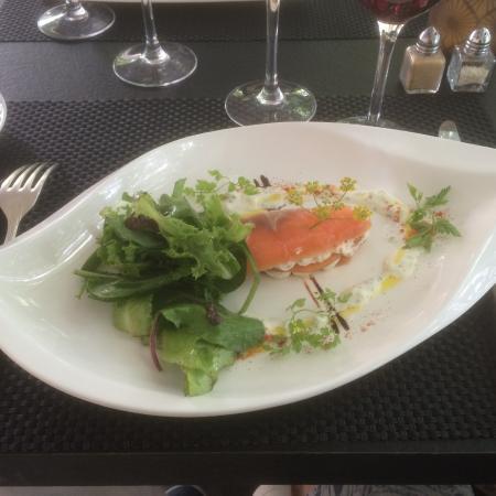 Buzancais, Francia: millefeuille de saumon mariné puis fumé au chèvre frais à l'aneth