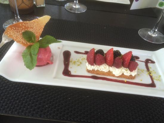 Buzancais, Francia: sablé aux fruits rouges, crème mousseline vanillée