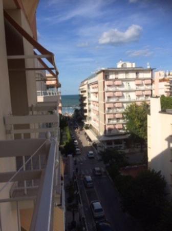 Hotel HamilTown : Uitzicht vanaf balkon.