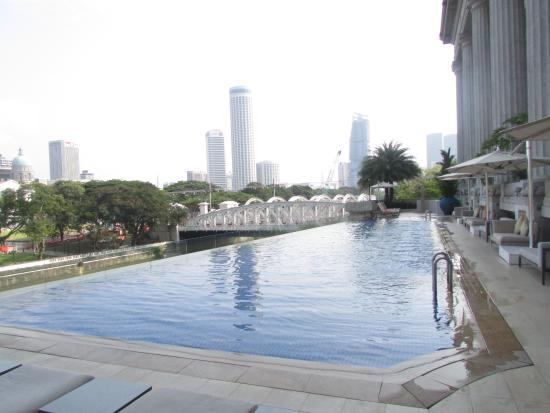 infinity pool singapore. The Fullerton Hotel Singapore: Infinity Pool - Pure Relaxation Singapore
