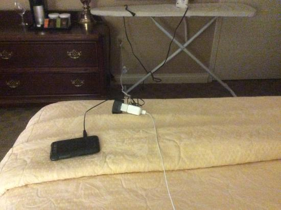Somerset Hills Hotel: Closest outlet to bed it across from it. Need extension cord.