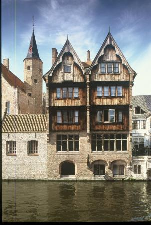 Relais Bourgondisch Cruyce - Luxe Worldwide Hotel: Hotel's waterfront view