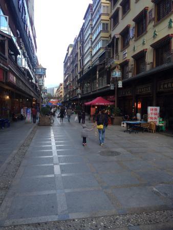 Barkam County, China: The pedestrian street has plenty of simple restaurants offering local dishes as well as Sichuane