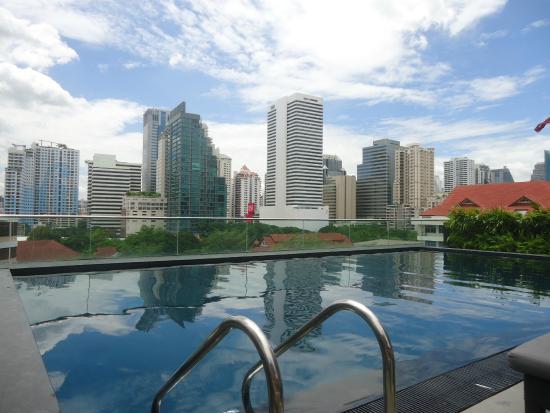La vista dalla piscina sul tetto picture of u sukhumvit bangkok bangkok tripadvisor - Hotel bangkok piscina ...