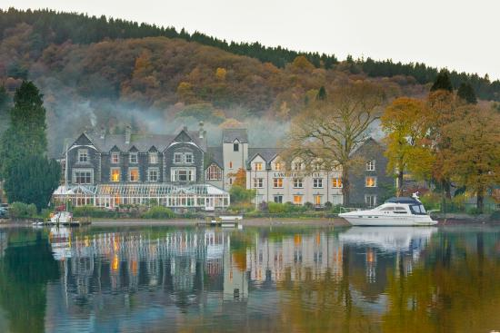 Newby Bridge, UK: Lakeside Hotel Autumn