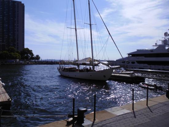 Manhattan by Sail - Shearwater Classic Schooner : The schooner