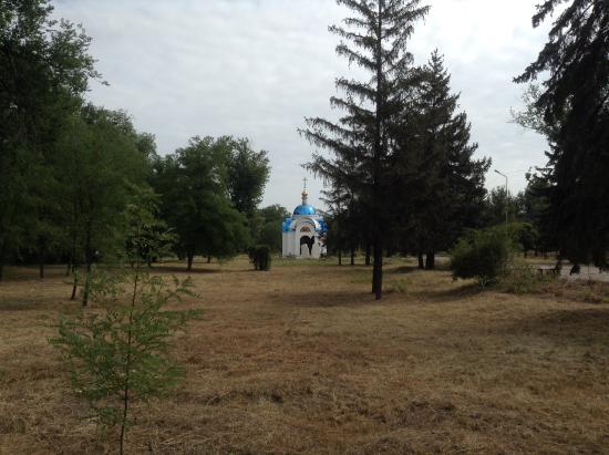 Nikopol, Ukraine: Парк у часовни