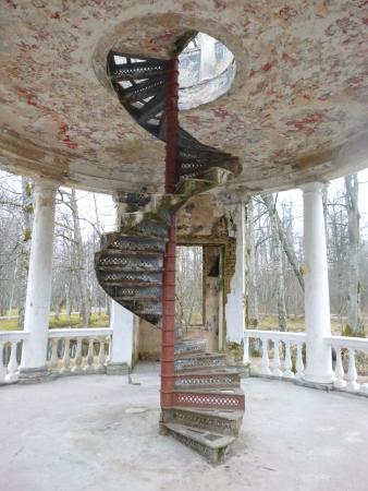 Kemeri Sanatorium Building: Лестница в беседке