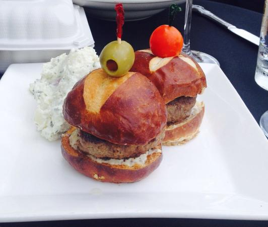 Cellar Bistro: Well done to perfection! Takes a good chef to present a JUICY well done burger. Delicious!!!!