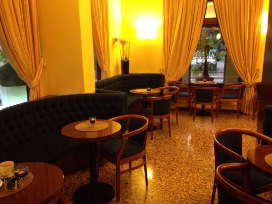 La Pieve Hotel: Zona de cafetería
