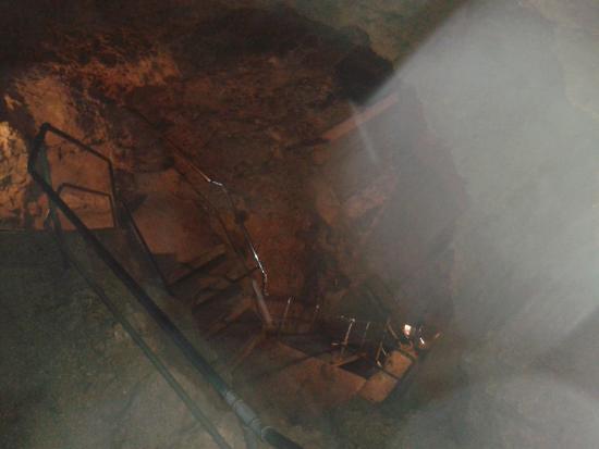 Tiefenhoehle: Die Leitern in die Tiefe