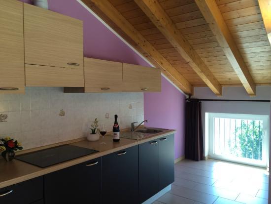 Cucina Mansarda - Foto di Residence Le Azalee, Vercana - TripAdvisor