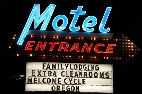 Oregon Motor Motel: Personal Signage