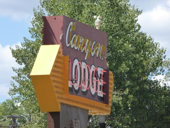 Canyon Lodge Motel: The lovely sign