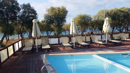 Vatera, Grecia: Havuz ve deniz manzarası