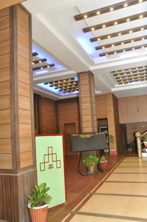 Rishi Regency Hotel: Lobby