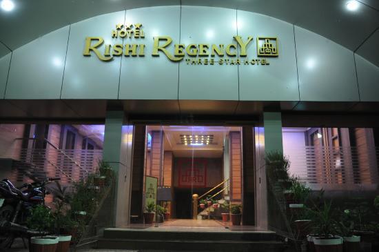 Rishi Regency Hotel: Entrence