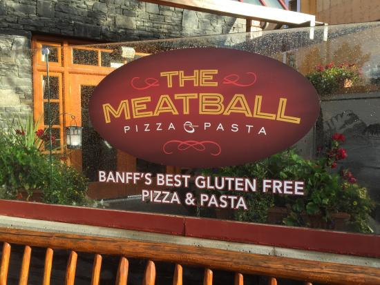 Meatball Pizza and Pasta: Outdoor space right behind this sign