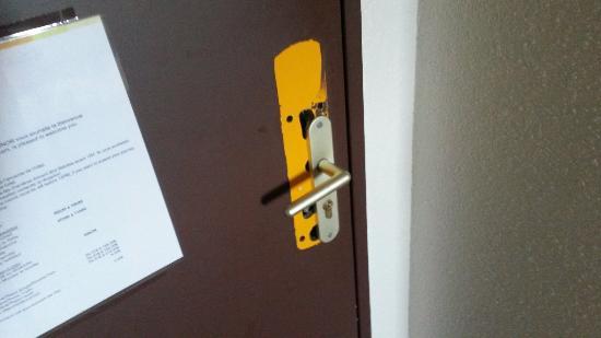 Hotel balladins Aulnay-Garonor: Chambre triple... déçu...