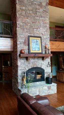 Appalachian Inn: Stone fireplace