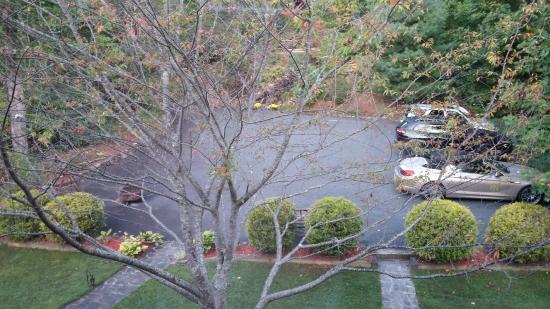 Appalachian Inn: Parking area