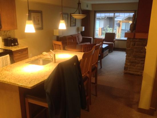 Dead Man's Flats, Kanada: kitchen/living area