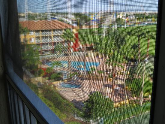 Orlando's Sunshine Resort: View from balcony through screen