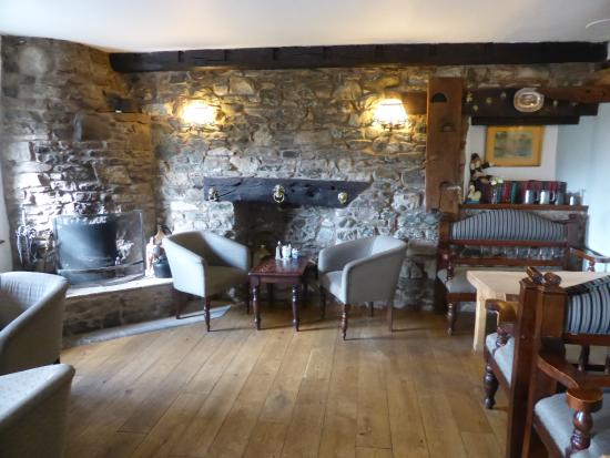 Crooklands Hotel: Snug area at the entrance to the dining experience