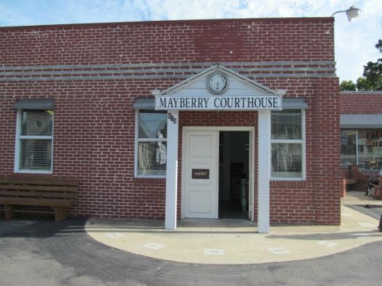 Mount Airy, NC: Courthouse