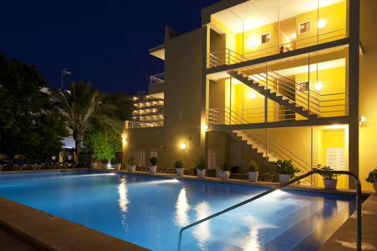 Hotel Panorama: Piscina nocturna / Swimming pool at night