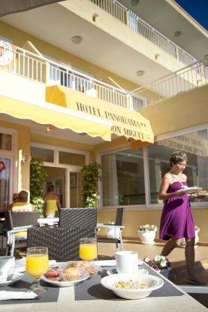 Hotel Panorama: Entrada hotel / Hotel entrance