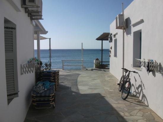 Akrogiali Pension: This is how near the sea it is