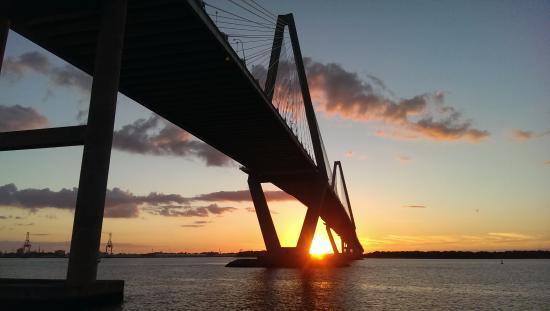 Sunset at mt pleasant pier foto di mount pleasant pier for Mt pleasant fishing pier