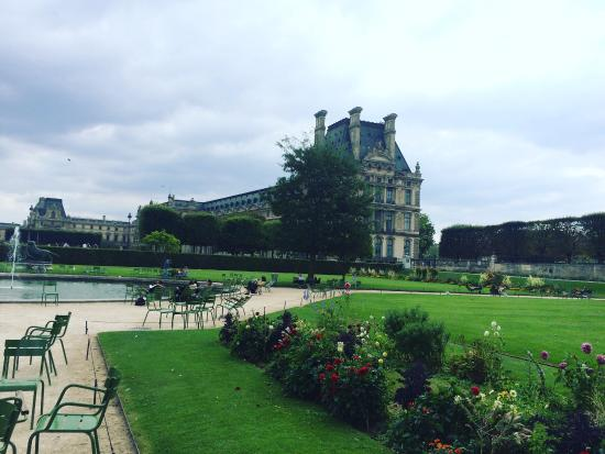 Loads of statues picture of jardin des tuileries paris for Jardin tuileries