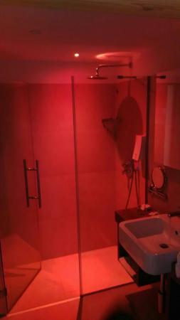 Family & Wellness Hotel Shandranj: Bagno della junior suite