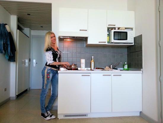 La cucina di una delle stanze - Picture of Residence Le Terrazze ...