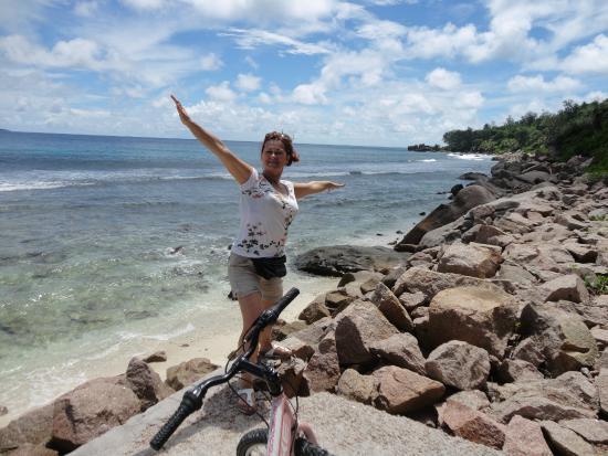Anse Gaulettes Beach: Прогулка на велосипеде